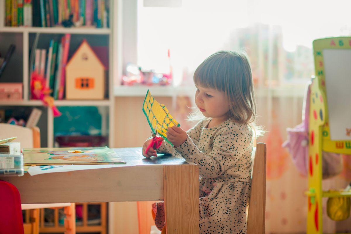 Wyprawka do przedszkola: co kupić? Poznaj listę potrzebnych rzeczy