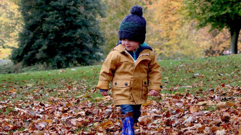 chłopiec w kurtce